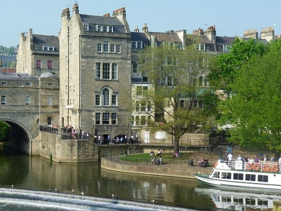 Bath Tours - City and Country Walk: Pulteney Bridge