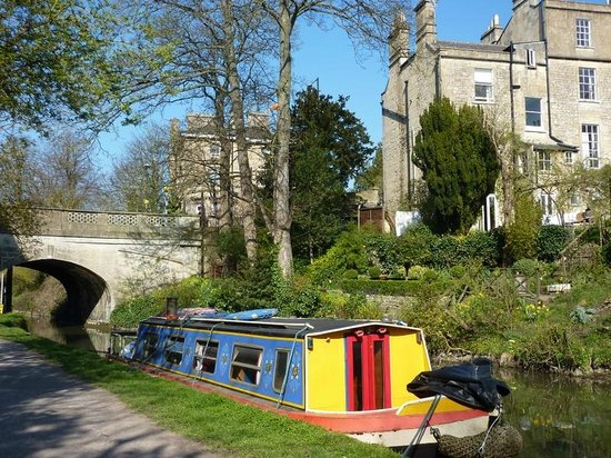 Bath Tours - City and Country Walk: Houseboat on the canal