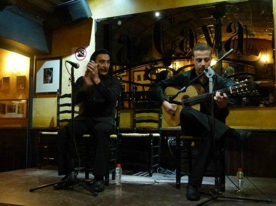 """La Cava Taberna Flamenca: """"un tiro al aire"""" von Camarón de la Isla"""
