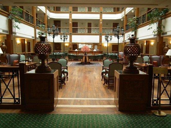 The Oberoi Cecil, Shimla: Bar and lounge