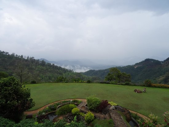 Hunas Falls by Amaya: Stunning scenic views from rooms