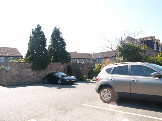Heworth Court Hotel: Free parking
