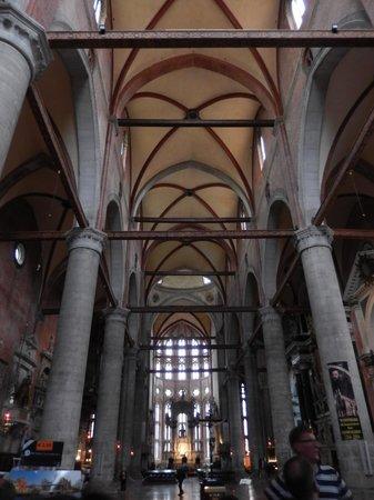 Basilica dei Santi Giovanni e Paolo (San Zanipolo): l'arcata centrale