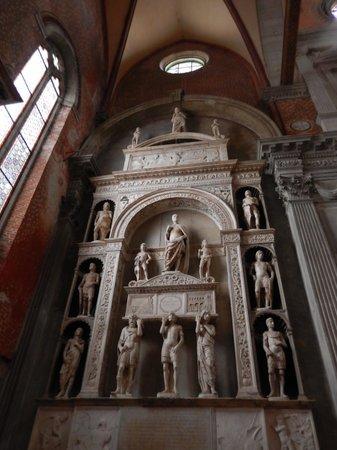 Basilica dei Santi Giovanni e Paolo (San Zanipolo): portale