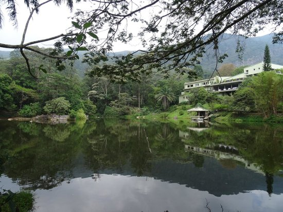 Hunas Falls by Amaya: View of the hotel from the lake (restaurant faces the lake)