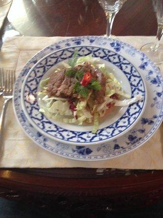 Ni Hao Panorama: het voorgerecht ossehaas op een slabedje met een heerlijk sausje