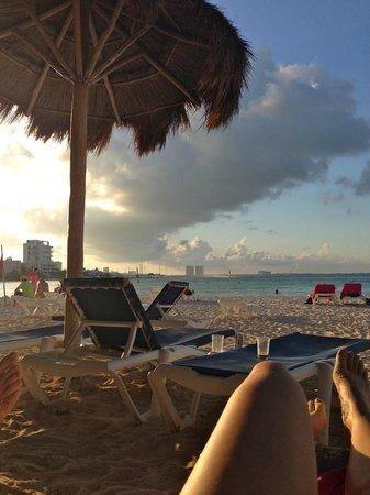 Grand Oasis Palm: Beautiful Beach