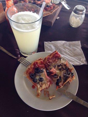 BAR AND GRILL RAICES: Un adicional al menú, la mejor pizza de PETEN