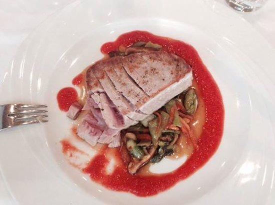 Roland Restaurant : Perfect Tuna steak