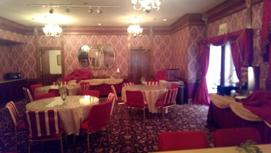 Queen Anne Hotel: The very elegant Dining Room.
