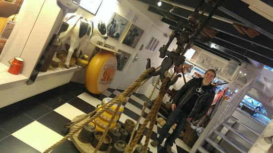 Amsterdam Cheese Museum: downstairs in the museum