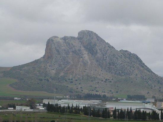Dolmen de Menga: Der Berg, auf den der Dolmeneingang extra ausgerichtet wurde
