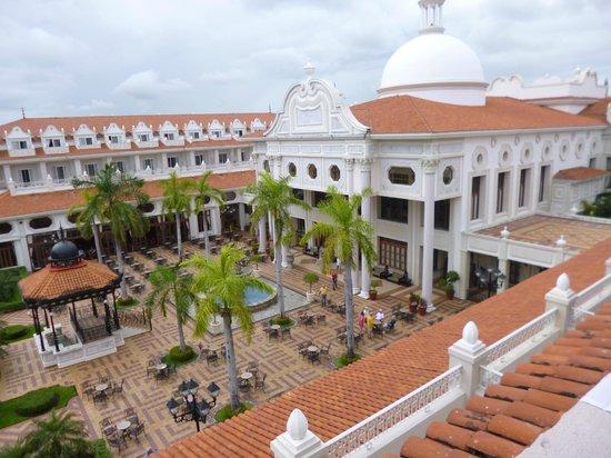 Hotel Riu Palace Riviera Maya: Vista del hotel