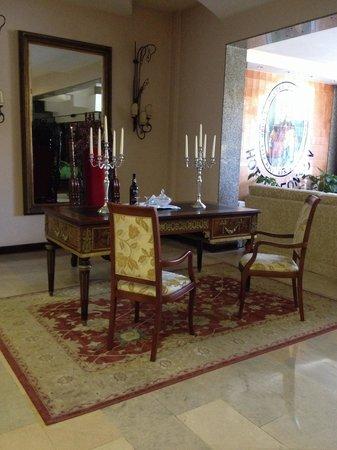 Hotel Afonso V : en la recepcion del hotel