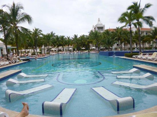 Hotel Riu Palace Riviera Maya: Piscina