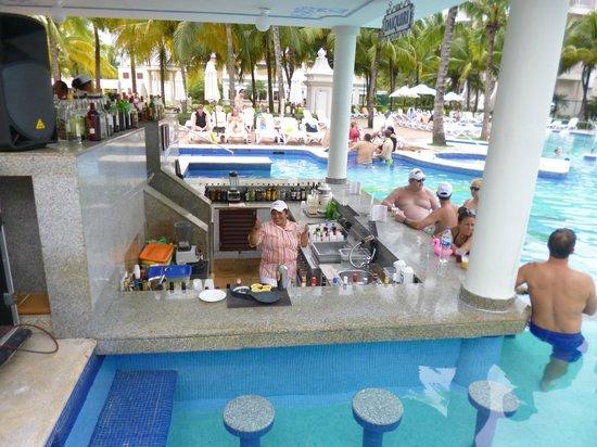 Hotel Riu Palace Riviera Maya: Barra piscina