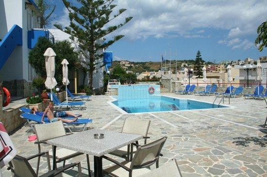 Belvedere Hotel : la terrasse, la piscine de l'hôtel