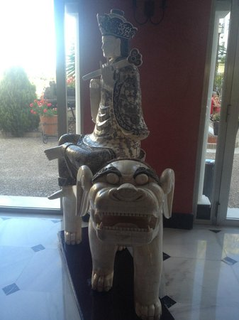 ILUNION Hacienda del Sol: one of the statues in reception