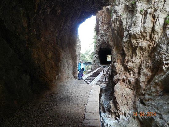 Vouraikos Canyon - Cog Railway : An old, abandoned tunnel