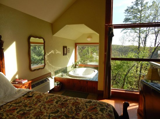 Treehouse Cottages: Cedar Shade Treehouse