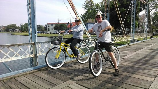 Buzz Nola Bike Tours and Rentals: Photo stop in Bayou St. John.  We have as much fun on our tours as you do!