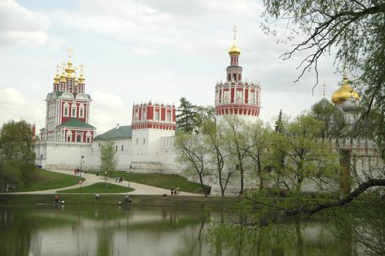 Couvent et cimetière de Novodievitchi : Вид со стороны пруда