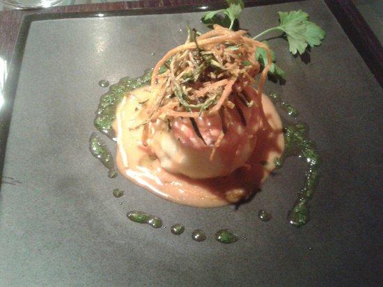 Sapori Perduti: Schiacciata di patate tiepida con gambero rosso, verdure croccanti e bisque di crostacei.