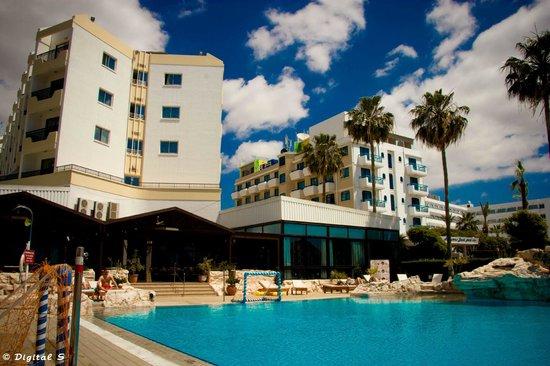 Pavlo Napa Beach Hotel: Outside area