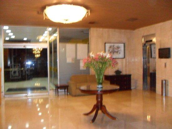 Hotel Dann Avenida 19: Recepção do hotel