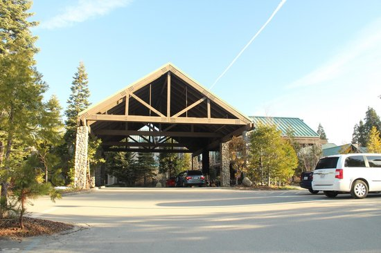 Tenaya Lodge at Yosemite: Main entrance