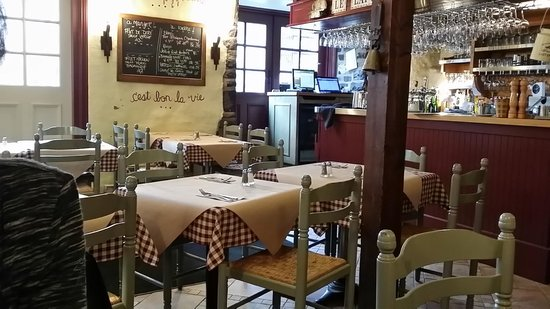 Le Lapin Sauté : Inside view of the restaurant