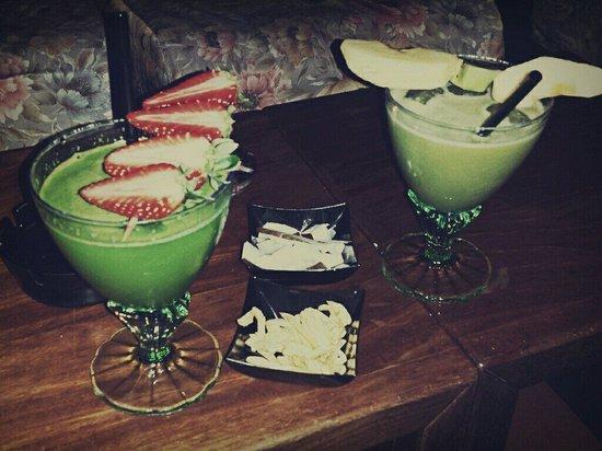 Thouraz pub: Due cocktail inventati al momento, in base ai gusti dei clienti.