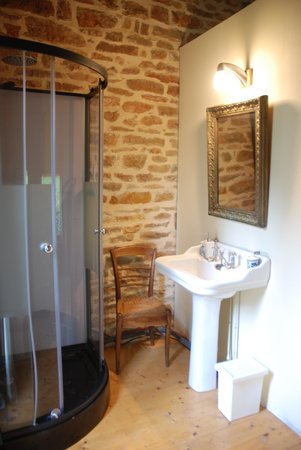 Chateau de Burnand : The cottage/shower