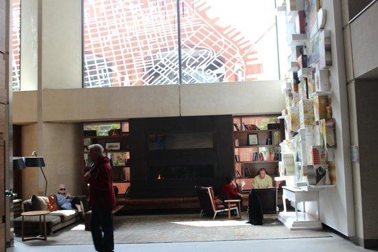 Grand Hyatt San Francisco : Seating/reading area in lobby
