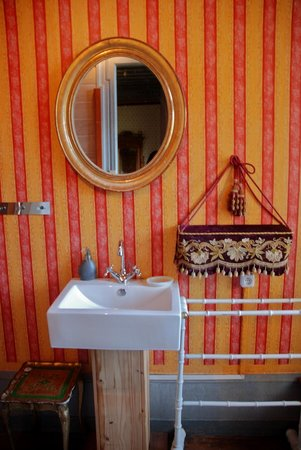 Chateau de Burnand : The Gold Room bathroom