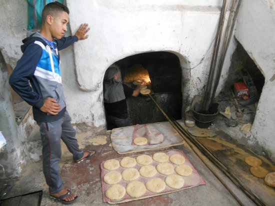Plan-It Fez - Day Tours : Inside one of the communal bakeries