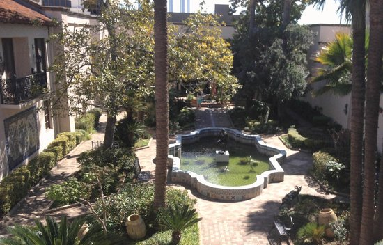 McNay Art Museum: Courtyard garden at the McNay