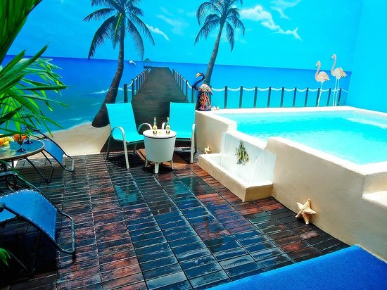 Bed and Breakfast Cancun: Swimming pool area