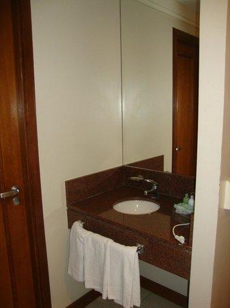Prodigy Hotel Alpenhaus Gramado: Lavabo