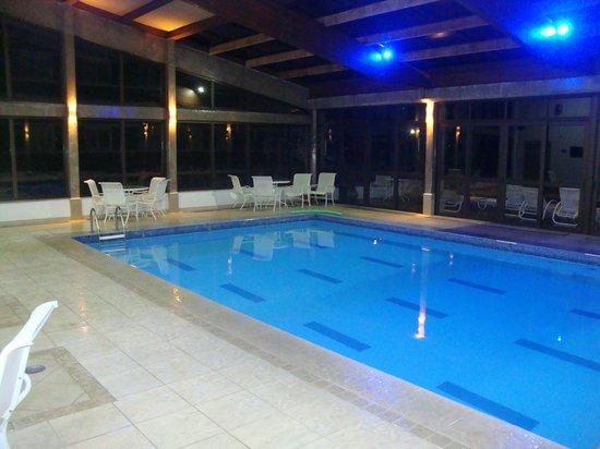 Prodigy Hotel Alpenhaus Gramado: Piscina coberta e aquecida