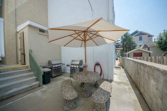 Ala Moana Resort Motel : BBQ area