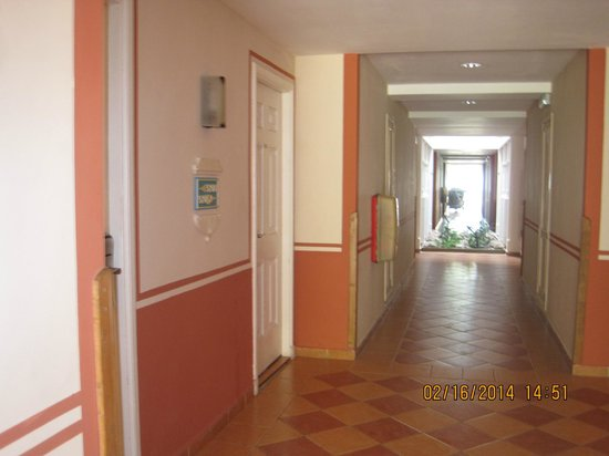 Memories Paraiso Beach Resort : the interior of my building clean and in order at all time
