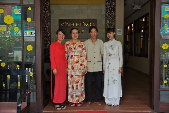Vinh Hung Library Hotel : Emily et son équipe