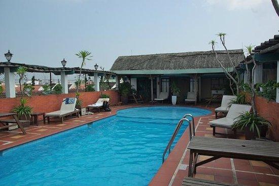 Vinh Hung Library Hotel: piscine sur le toit