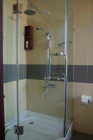 Vinh Hung Library Hotel: salle de bain