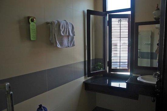 Vinh Hung Library Hotel : salle de bain