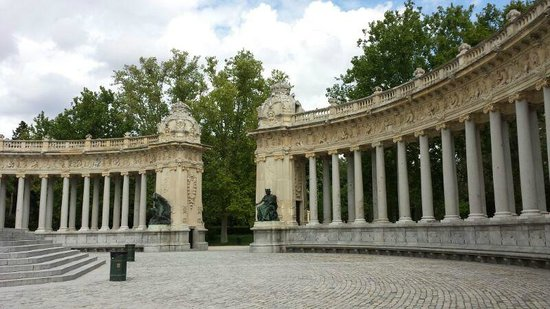 Parque del Retiro: gate to the water area