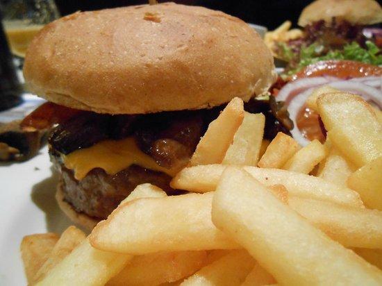 Beach Club Aker Brygge : Buonissimo Cheeseburger