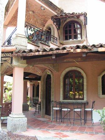 Forest Hills Suites : Le balcon de la suite présidentielle est au 2e étage