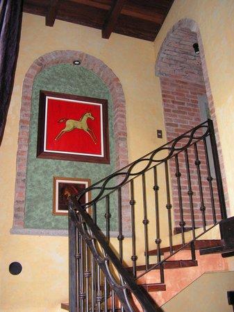 Forest Hills Suites : L'escalier menant à la suite présidentielle